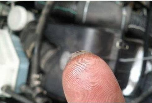 润滑油更换辨别手捻法